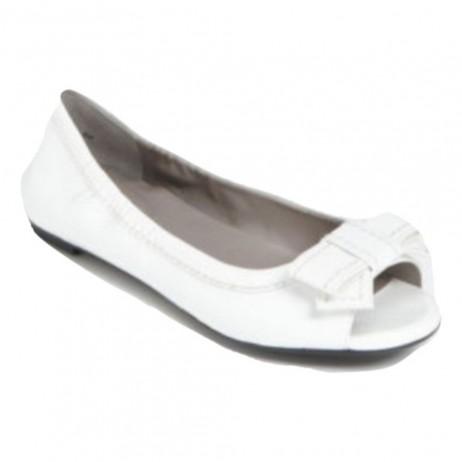 Me Too Women's Frannie White Patent Flat