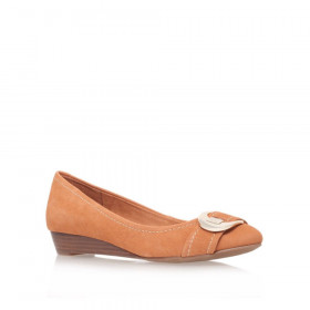 Anne Klein Women's Ruthie Light Cognac Leather Wedge Pump
