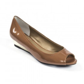 Me Too Women's Yuvette Brown Almond Wedge Pump