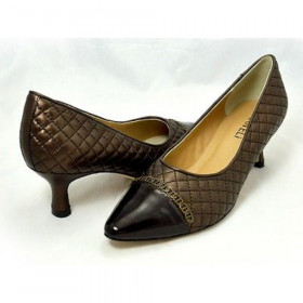 Vaneli Womens Pamela Castagno Quilted Leather Pumps